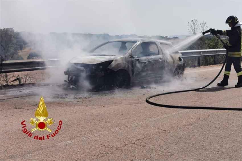 Auto in fiamme Buddusò