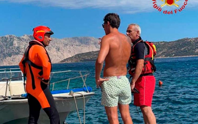 Barca in avaria a San Teodoro